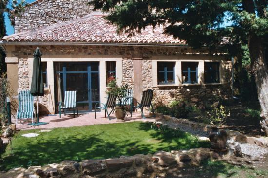 le loft, 70m2, gite tout en pierre, piscine terrasse et jardin